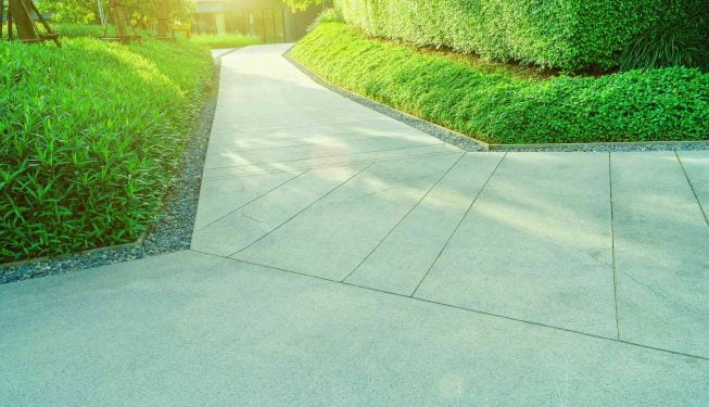 Vorgarten bzw. Betonweg